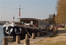 8 passenger barge C'Est la Vie at a mooring in Burgundy.