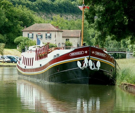 Cruising aboard the Hirondelle in Burgundy