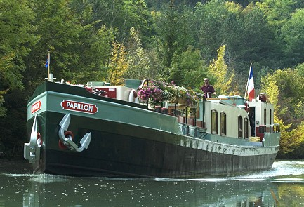 6-passenger LE PAPILLON, about to enter a lock to allow passengers off for a bike ride during its cruise in Burgundy.