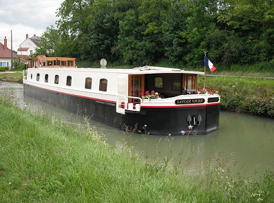 Cruising aboard the Savoir Vivre in Burgundy